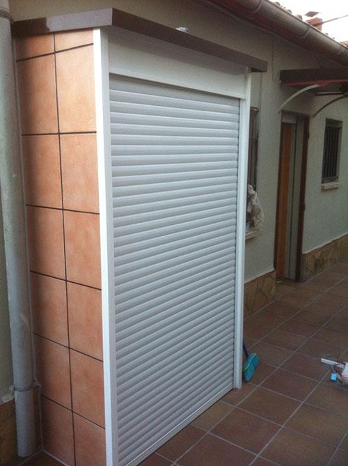 Armarios exteriores y trasteros de aluminio carpinter a for Armario para balcon exterior