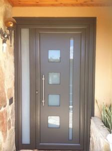 Puerta de entrada en aluminio